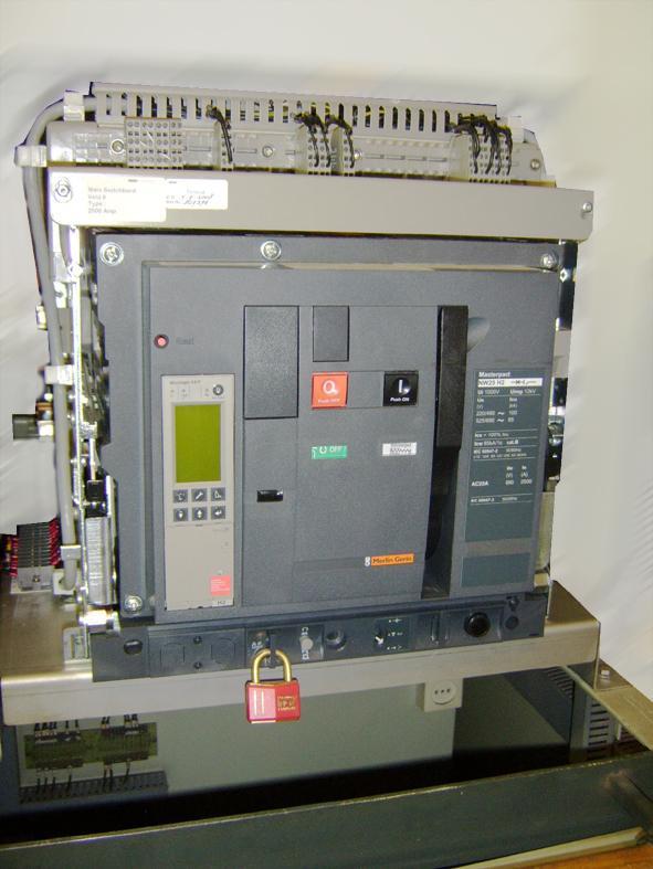 Ктп выполнена на базе автоматических выключателей shneider electric серии masterpact nw, nt и compact nsx